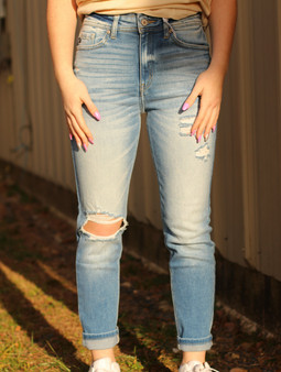 Mila Mom Jeans - Cute high waisted light wash jeans! Comes with a few holes, one on the knee and a couple on the thigh.