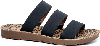 Dafne Sandals - Adorable slip-on sandals in a leopard pattern!