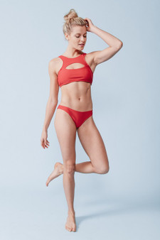 namia bikini - With its peekaboo cut-out and a dynamic X panel on the front of the bikini top, this two-piece looks both sporty and sexy.