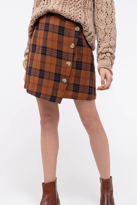 Say hello to early fall with this wonderful checkered mini skirt.  This skirt is accented with 4 buttons down one side (decoration only)  and fabulous fall colors of browns and rust.