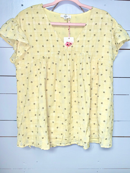 Daisy Printed Top - V-neck short sleeve top with detailed flowers.