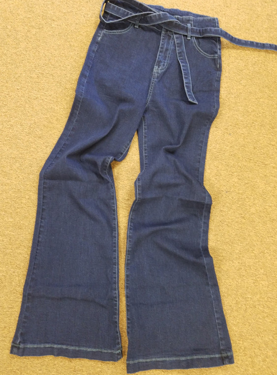 You will be rocking out in the retro flare jeans,  High Waist boot cut wide leg solid washed jeans with waist tie