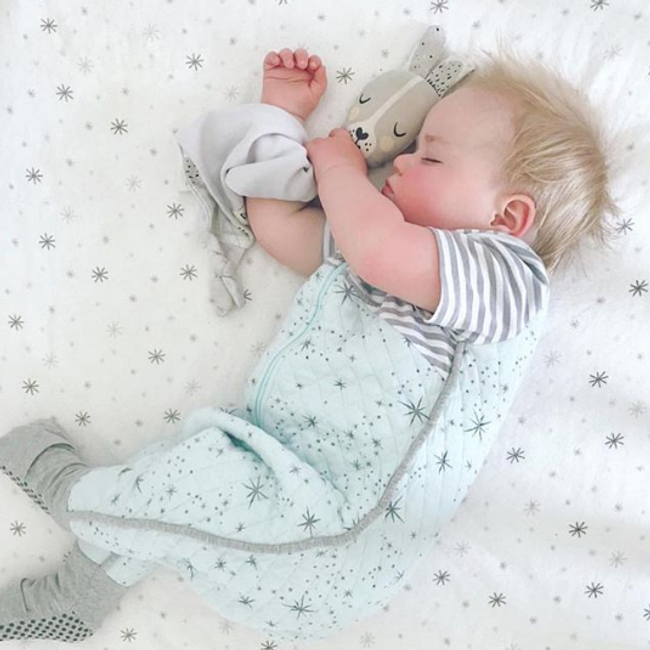 8 Ways a Comforter Helps Your Child Sleep - Snotty Noses