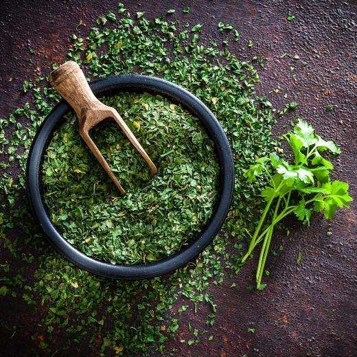 5 Amazing Benefits of Parsley Powder