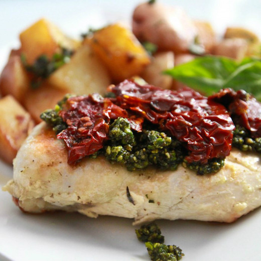 Chicken with Sundried Tomatoes and Pesto