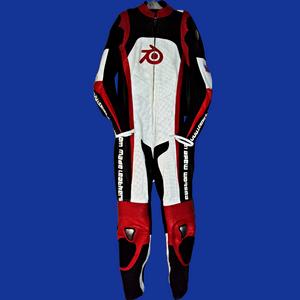 Кожна тркачка одела по мери произведена у стилу МСКСНУМКСЛС