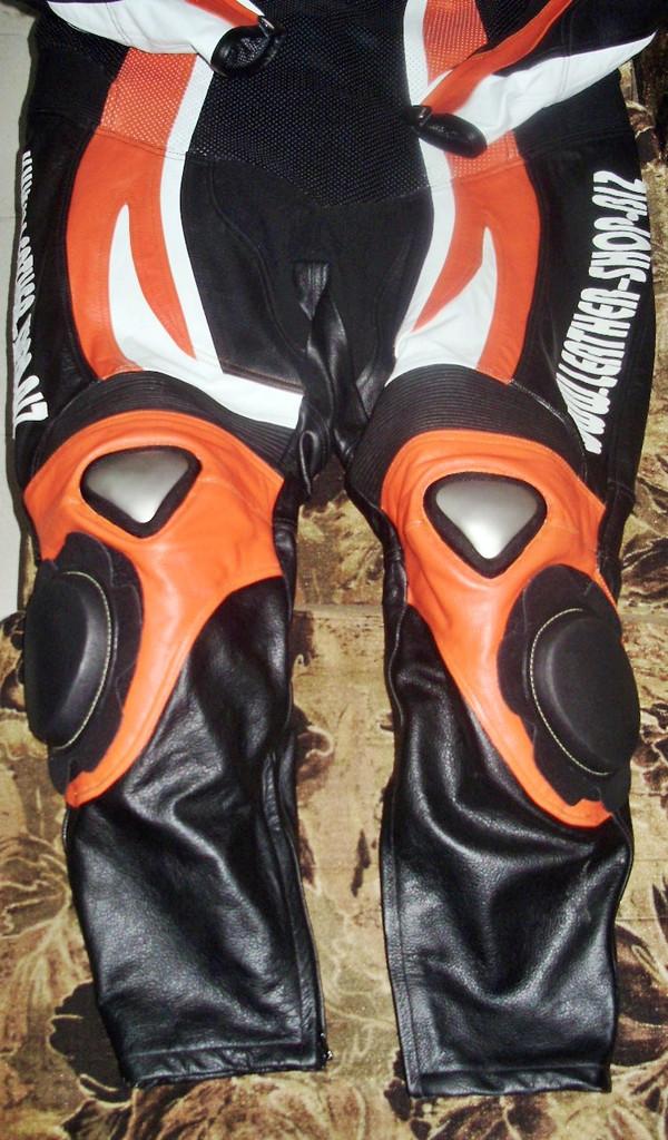 Nahast mootorratta ülikonna stiil MS0035LS oranž ja must värv ülikonna pildi alumine pool