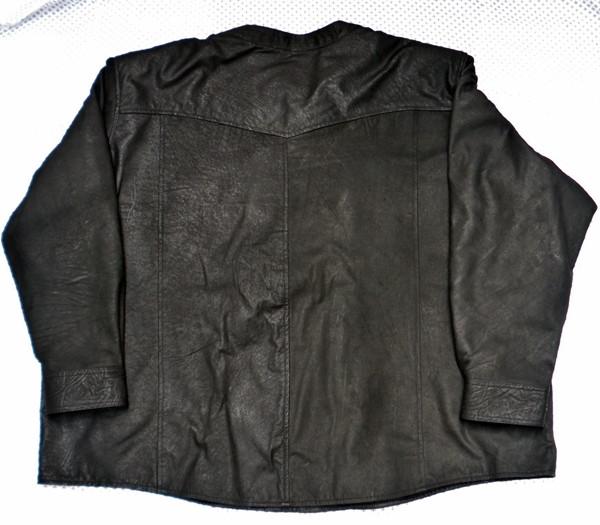 Cămașă din piele fără guler LS018 piele de miel neagră WWW.LEATHER-SHOP.BIZ din spatele tricoului