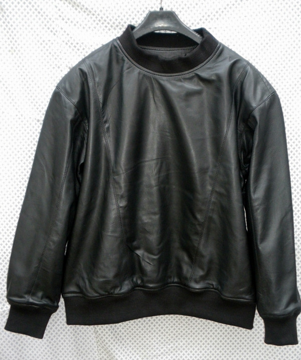 Leather sweat shirt LSS010 with lambskin lining www.leather-shop.biz front of shirt picture 2
