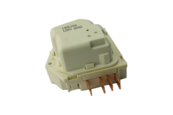 View of the electrical prongs on the True 831971 defrost timer by Invensys (M-182-013-66332)