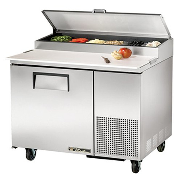 Image of the True 913674 grill kit installed on a prep table