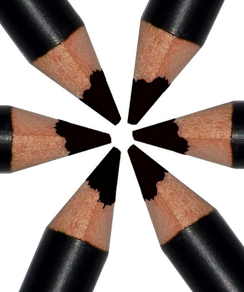 Finally! A Pure BLACK Eyebrow Pencil
