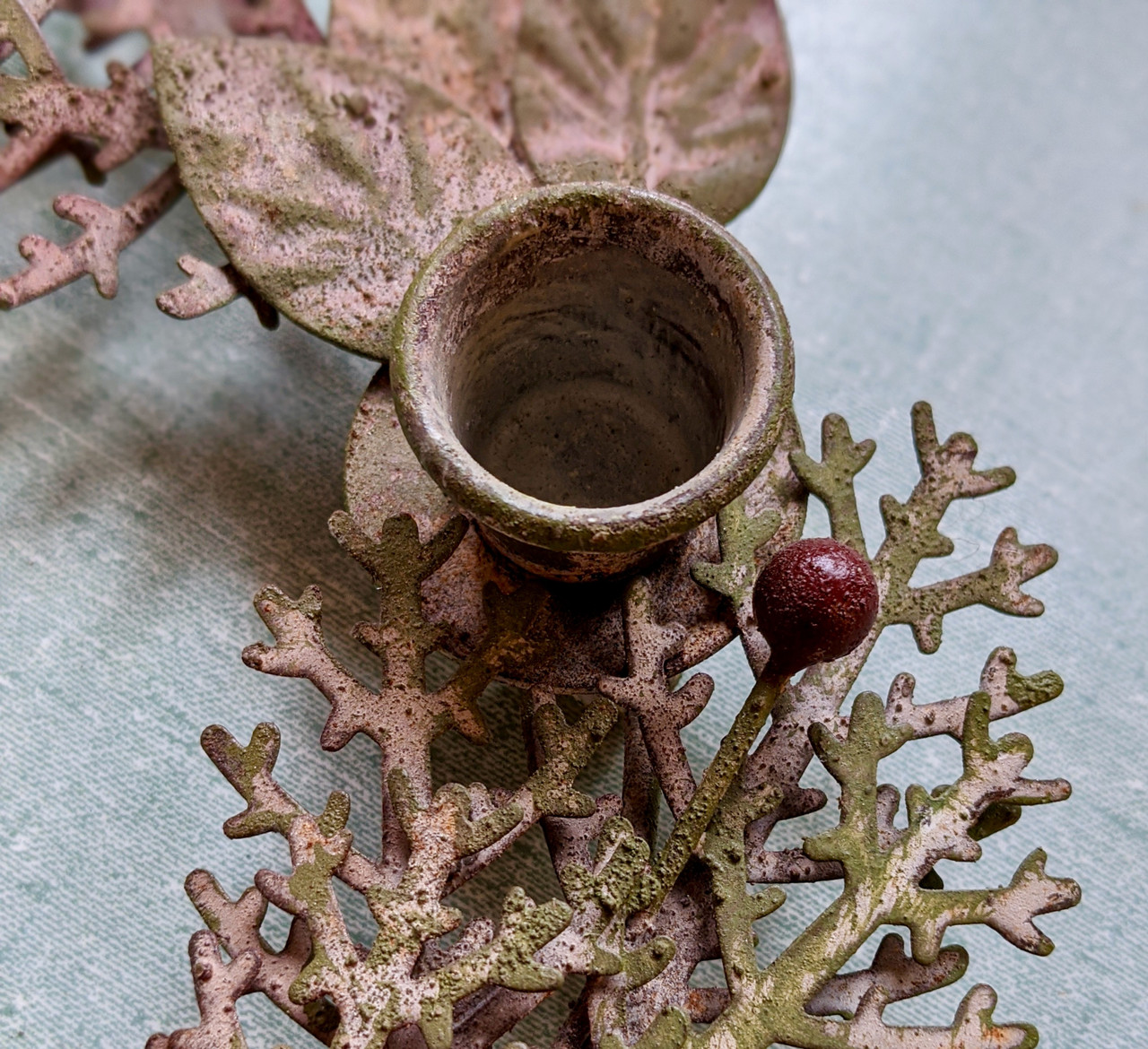Round Metal Wreath Taper Holder with Leaves and Berries - D