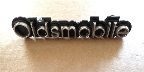 1981-1982-1983-1984 Oldsmobile Delta 88 Grille Emblem-Badge