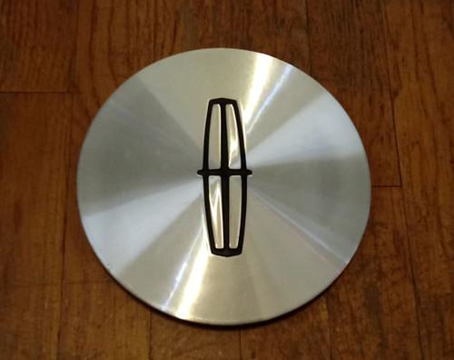 1998-1999-2000-2001-2002 Lincoln Town Car Executive Series Wheel Center Cap