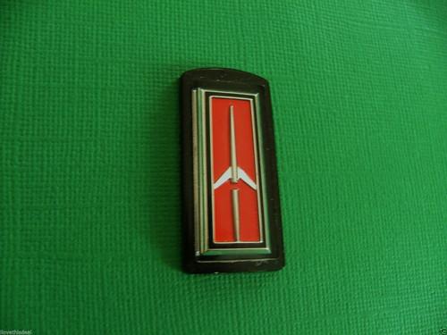 Original 1981-1982-1983-1984-1985 Oldsmobile Delta 88 Steering Wheel Horn Pad Emblem-Badge