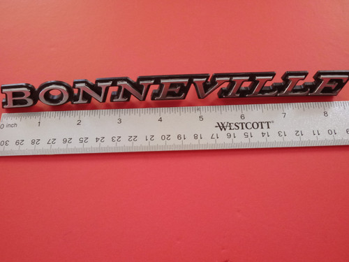 Original GM 1977-1978 Pontiac Bonneville Fender Emblem-Badge