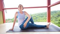 yoga leggings and yoga pose