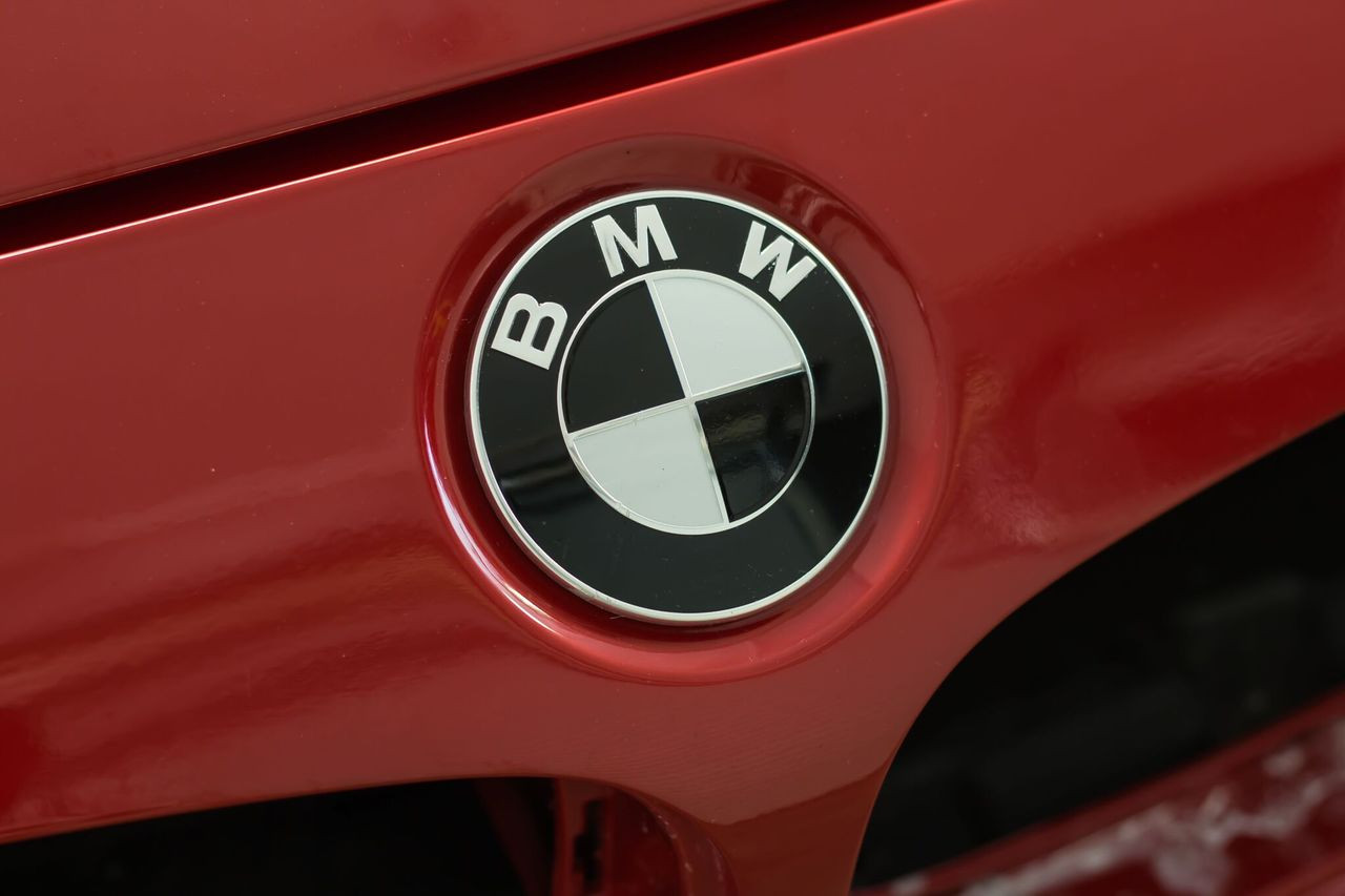 Bmw Roundel Front Rear Steering And Wheel Center Cap Emblem Overlays Universal Kit Gloss Black Satin Black Carbon Fiber Gloss Red All Bmw Models Premium Auto Styling