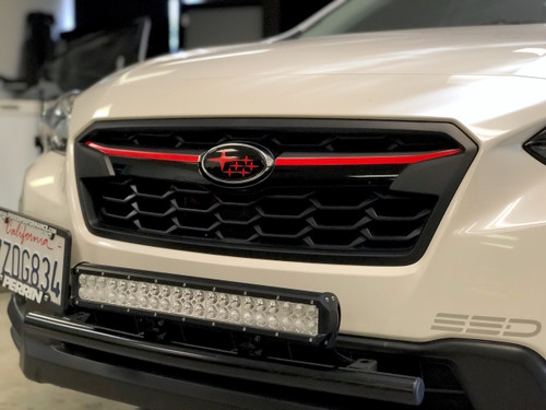 Center Grille Pinstripe  (2018+ Crosstrtek)