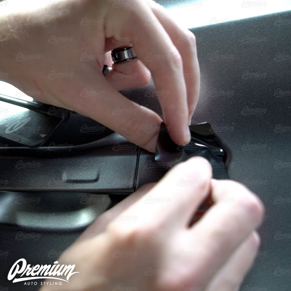 lmaborghini-urus-door-handle-overlay-gloss-black-protective-vinyl-product-installation-part1.jpg