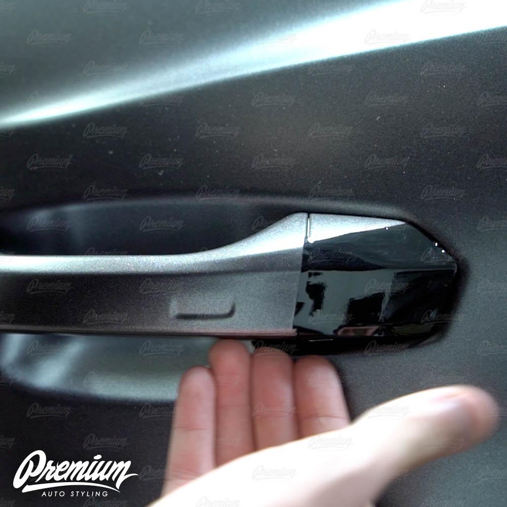 lmaborghini-urus-door-handle-overlay-gloss-black-protective-vinyl-product-installation-part2.jpg
