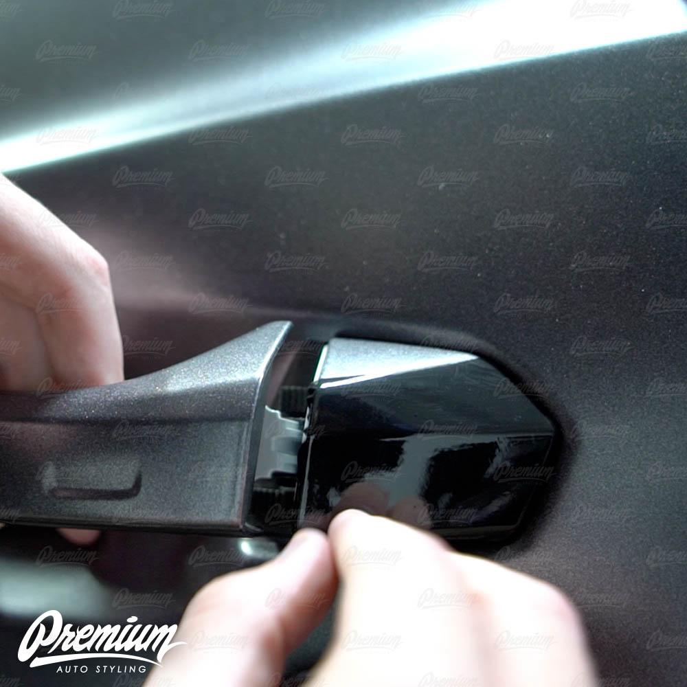 lmaborghini-urus-door-handle-overlay-gloss-black-protective-vinyl-product-installation-part3.jpg