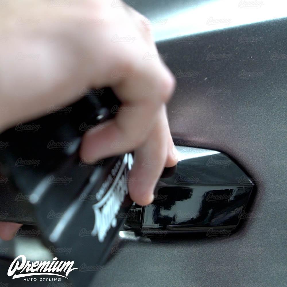 lmaborghini-urus-door-handle-overlay-gloss-black-protective-vinyl-product-installation-part4.jpg