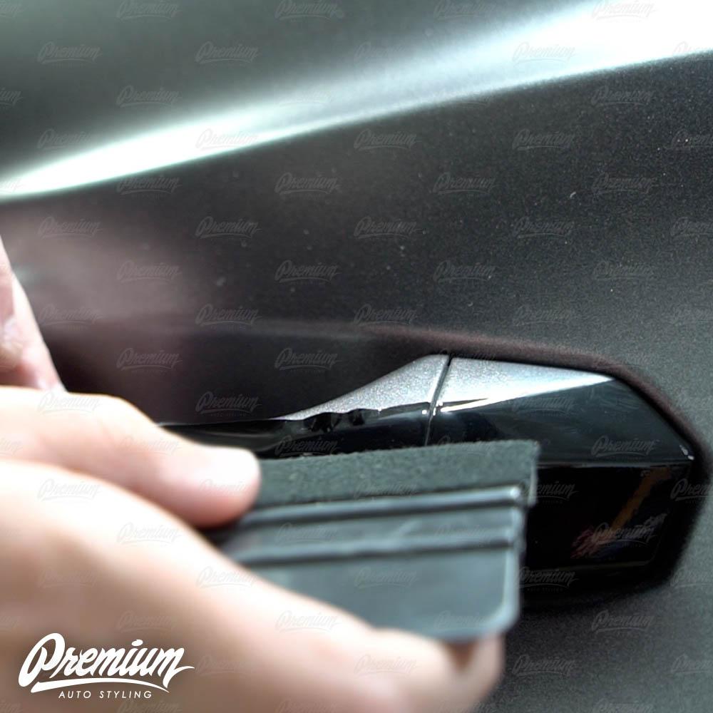 lmaborghini-urus-door-handle-overlay-gloss-black-protective-vinyl-product-installation-part6.jpg