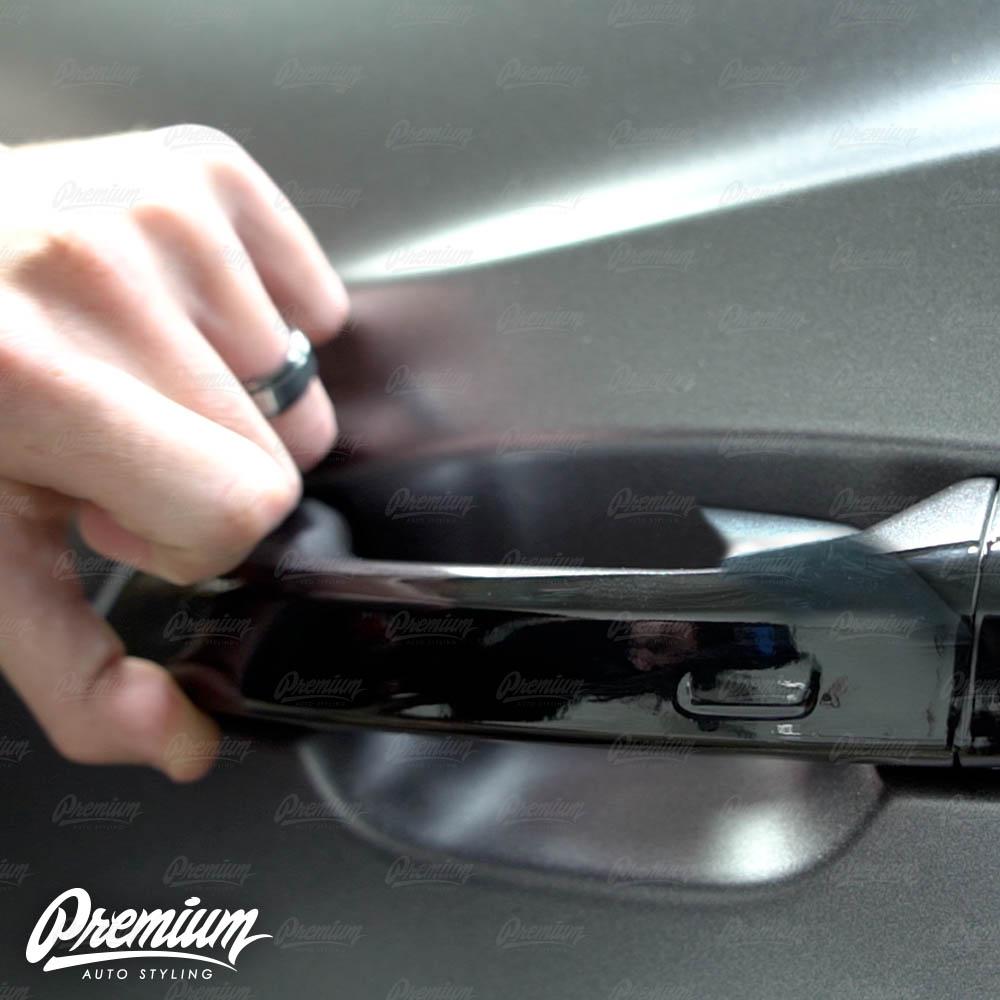 lmaborghini-urus-door-handle-overlay-gloss-black-protective-vinyl-product-installation-part7.jpg