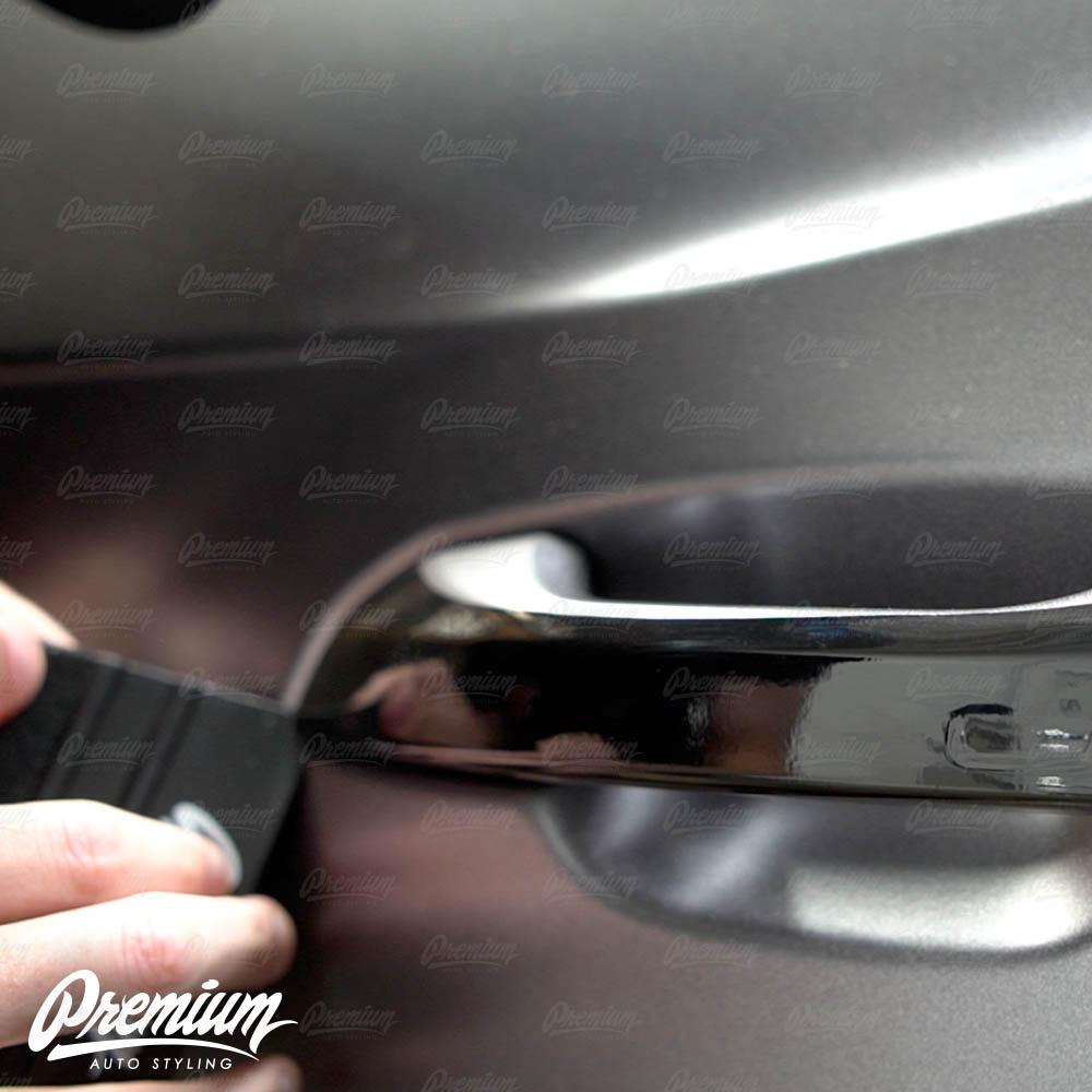 lmaborghini-urus-door-handle-overlay-gloss-black-protective-vinyl-product-installation-part8.jpg