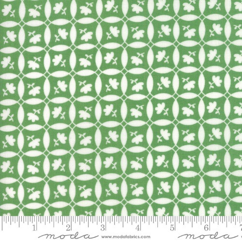 SMALL WHITE FLOWERS ON A GREEN & WHITE GEOMETRIC FABRIC - 23316-18 Clover