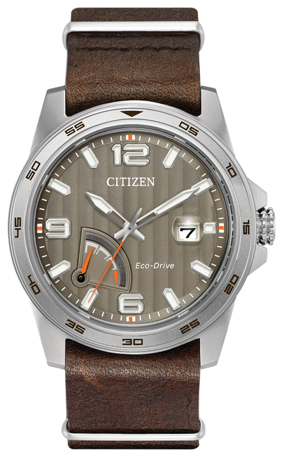 Stainless steel case, dark brown leather strap and taupe dial with slight stripe detailing. Cyclops date magnifier and date. Featuring Eco-Drive technology – powered by light, any light. Never needs a battery.
