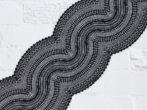 """9"""" Black Undulating Waves Stretch Lace By The Yard"""