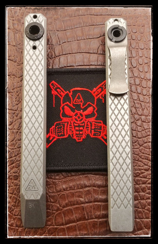Clip-it pocket prybar in CPM-3V with diamond plate pattern
