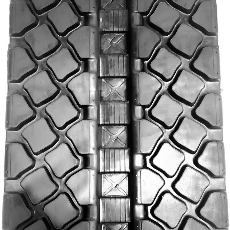 Caterpillar 279D Tracks - Turf Close