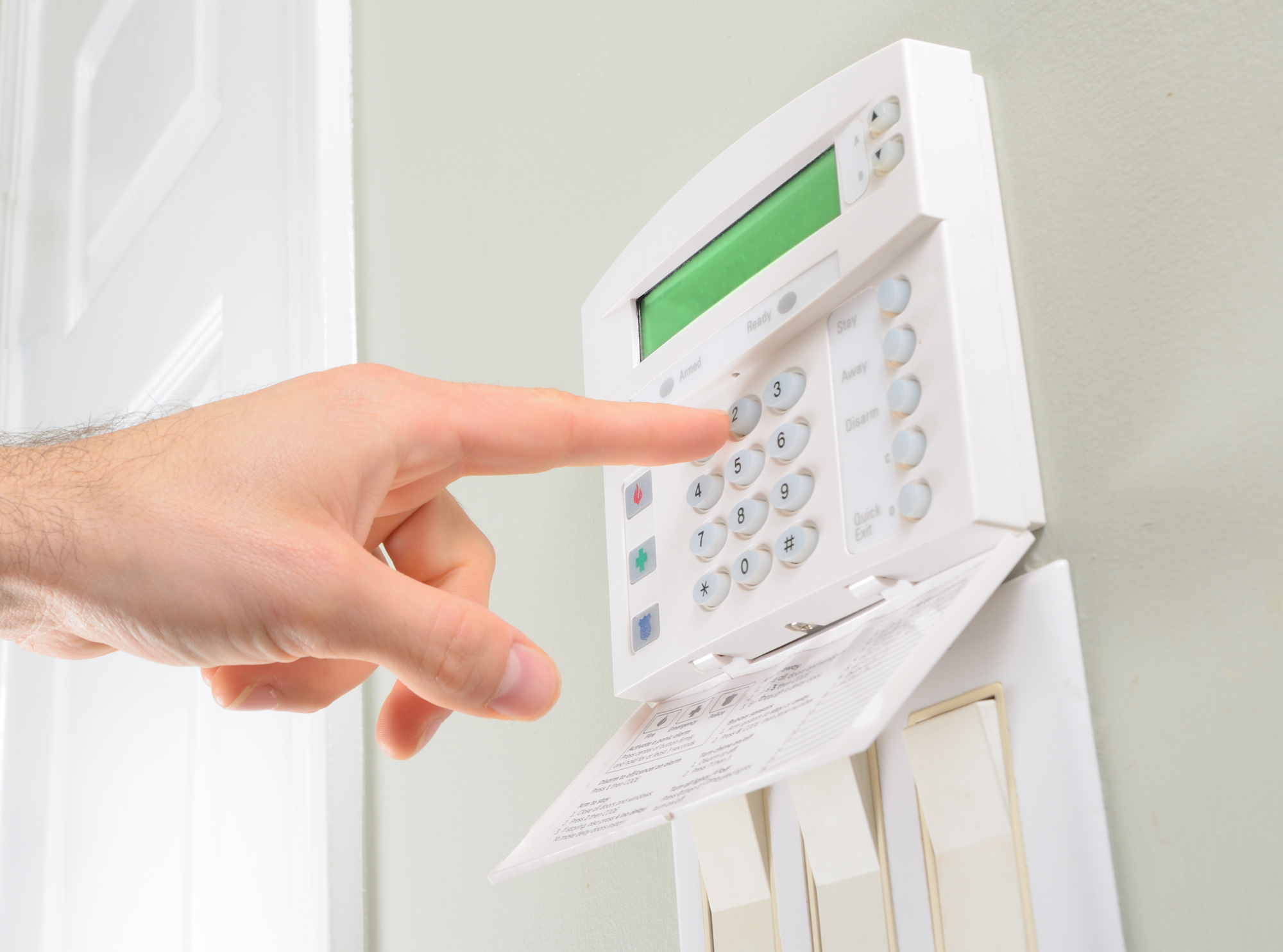How to Choose a Home Security System That's Right For You In 9 Steps