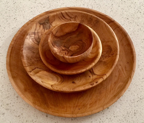 These beautiful plates are made from teak wood and are food safe.  They can be used for eating from, if the wood needs reviving after some time of use, use a natural oil such as coconut or olive to re-invigorate the look.   The large plate is 25cm diameter.   Each set will be different in look as this is a natural product and wood varies in its markings etc.