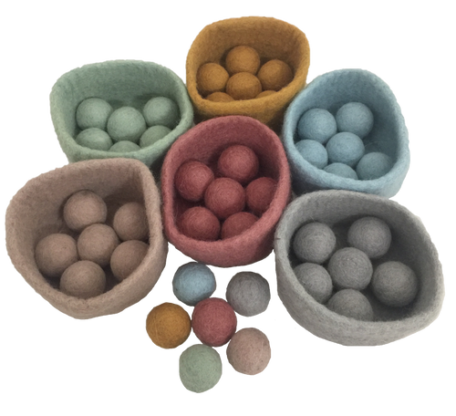 Similar to our rainbow ball/bowl set, this set in the gorgeous Earth range colours consists of 6 bowls with 7 matching balls each. Age is 3+