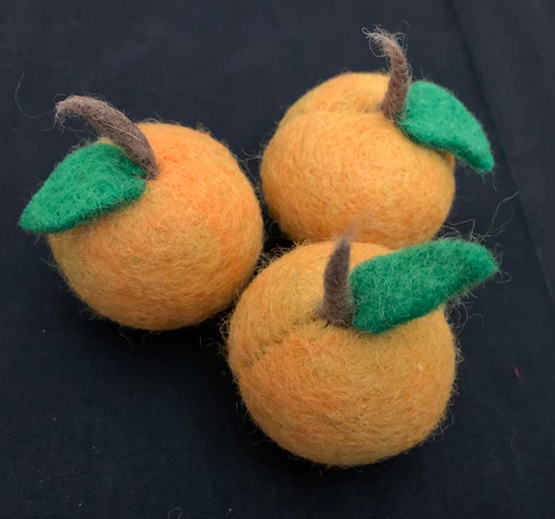The set has 3 apricots, the size is about 5.5cm diameter