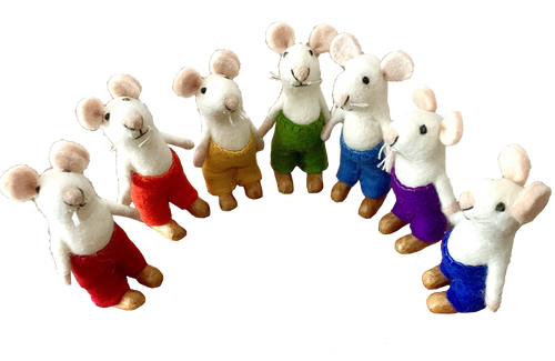 Super cute mice. Set has 7 pieces.