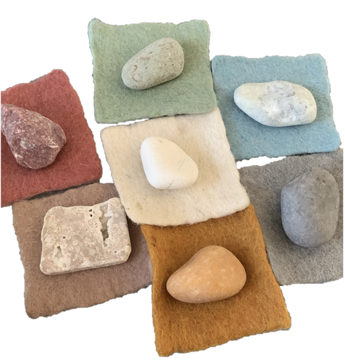 The set consists of 10 rocks of each of the 7 colours. Shapes and colour and size will vary! The felt squares are not included and are available separately.