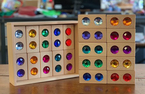 Full set is 2 each of 10 colours = 20 double gem blocks.
