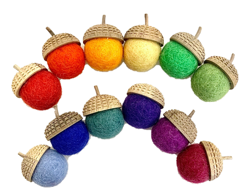 12 wool acorns with hand carved wooden tops in our Goethe range.