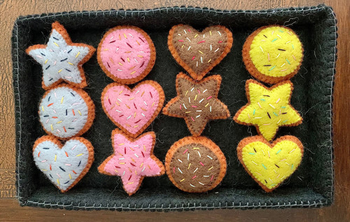 The baking tray is 27cm long by 18cm wide by 3cm high. The round biscuits are 5.5cm diameter. Our products are made for long-lasting play fun.