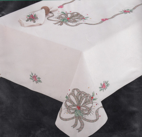 Design Works - Holiday Plaid 58in x 90in Tablecloth