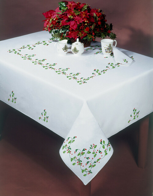 Design Works - Holly Vine 50in x 70in Tablecloth
