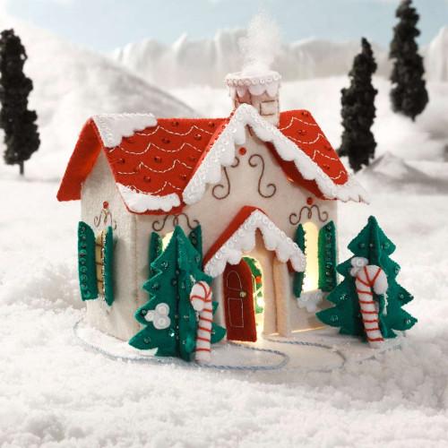 Plaid / Bucilla -  Christmas Village Felt 3D House