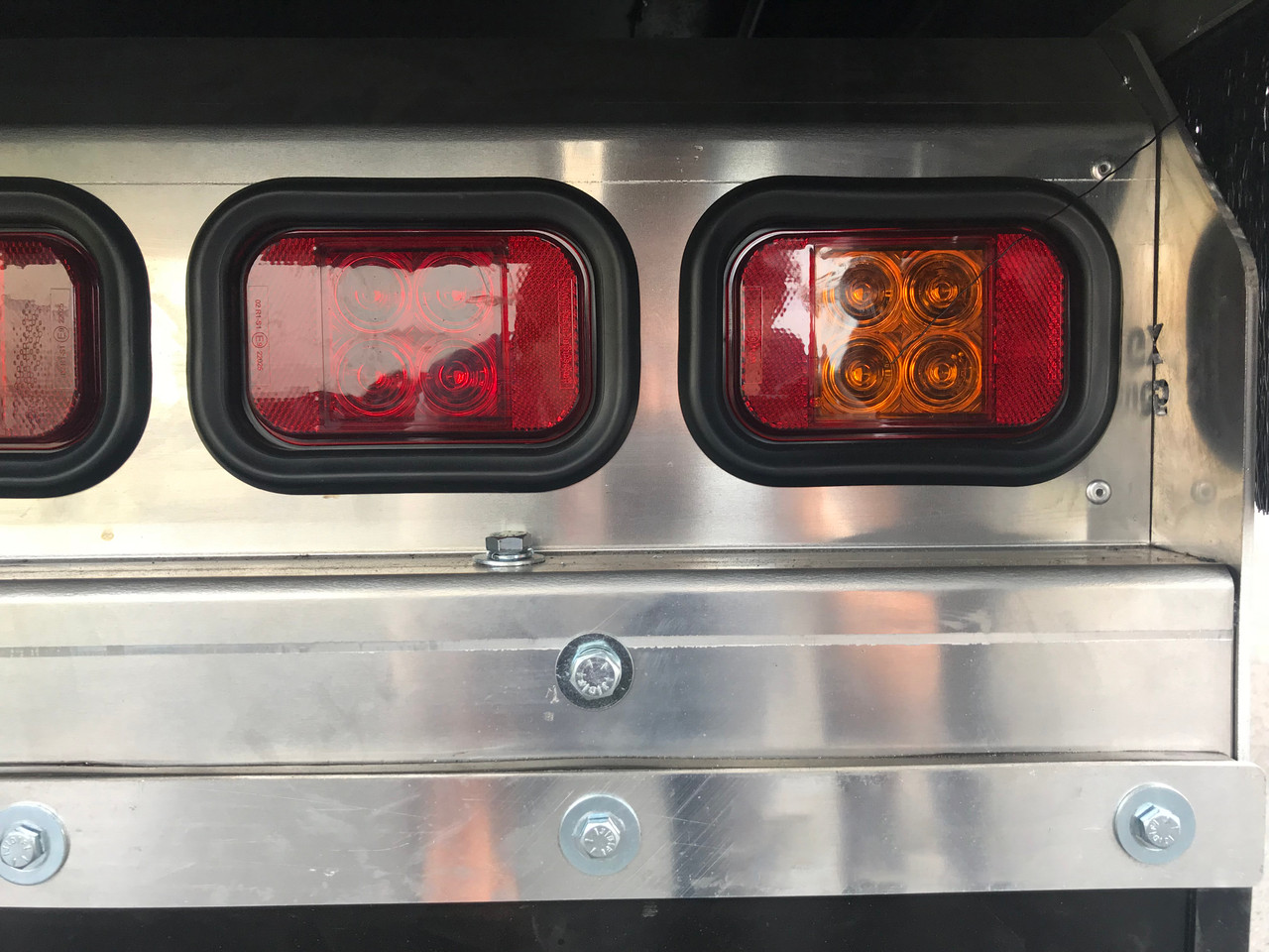 133AMG - Indicator Light with Reflector Rectangle. Multi-Volt 12v & 24v Blister Single Pack. LED Auto Lamps. Ultimate LED.