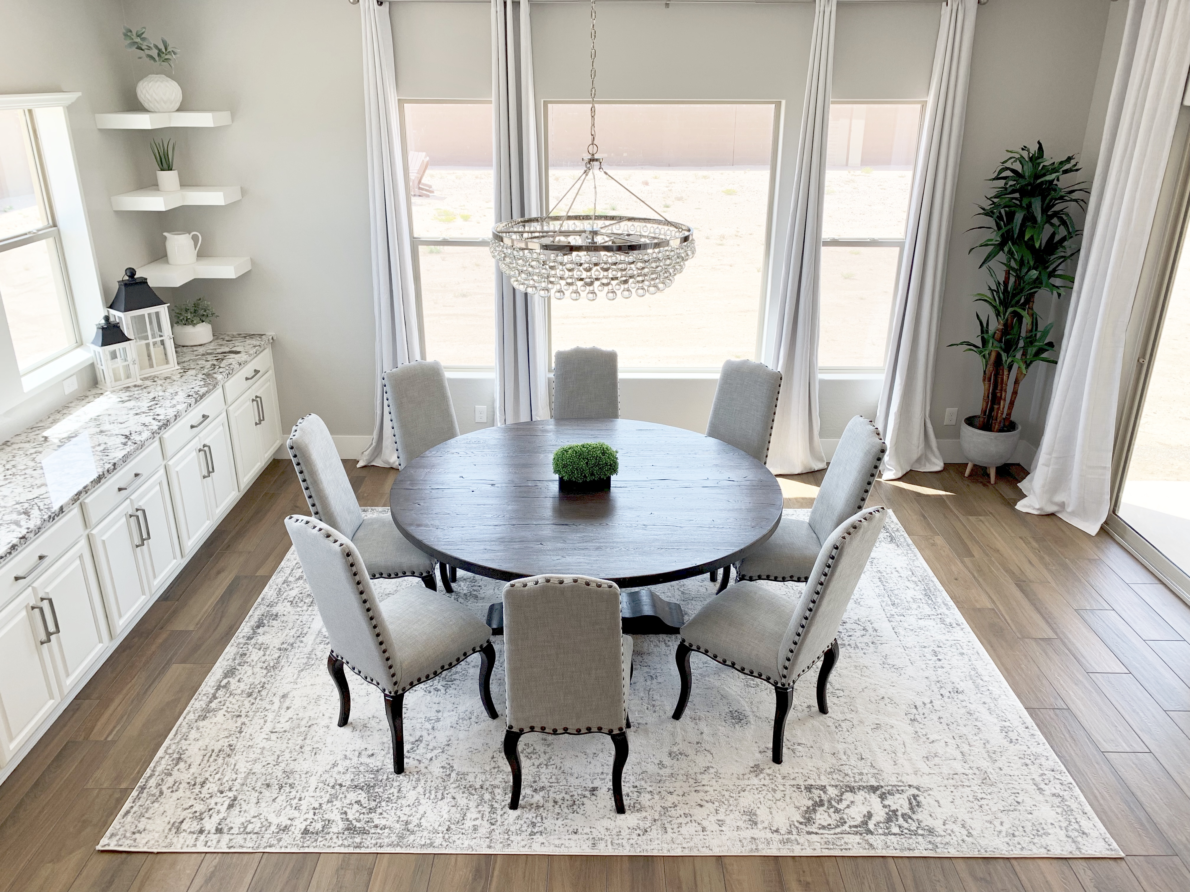 Modern Farmhouse Glam Dining Room and Kitchen Home Decor